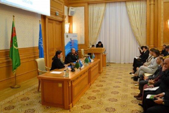 В Ашхабаде презентовали доклад ЮНИСЕФ о положении детей в мире