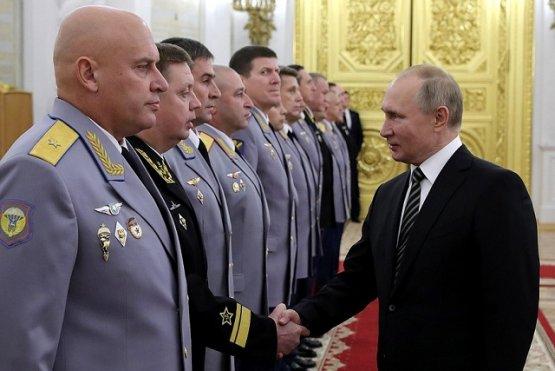 Путин встретился с назначенными на высшие командные должности офицерами