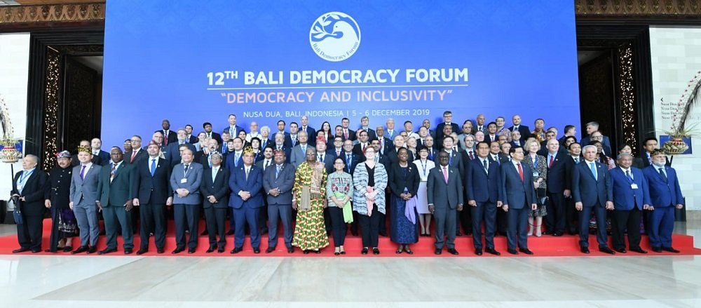 Таджикский дипломат поучаствовал в 12-м Балийском демократическом форуме