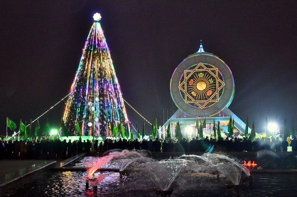 В Ашхабаде зажгут огни на Главной ёлке Туркменистана