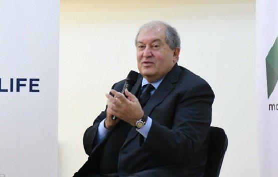 Президент Армении дал совет молодежи и напомнил о значимости технологий