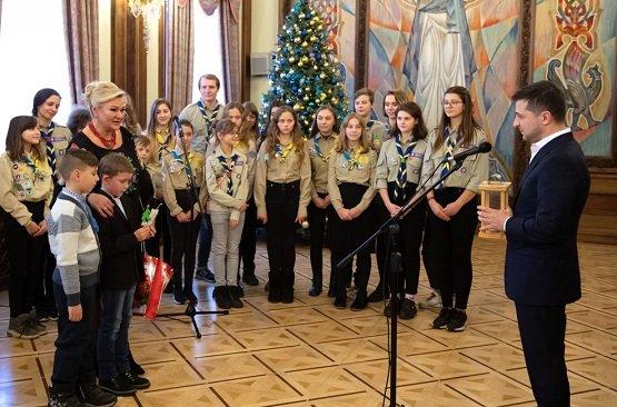 Вифлеемский огонь мира доставили украинскому президенту