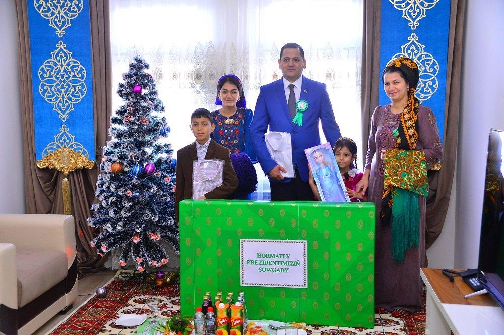 В Ашхабаде 270 семей получили квартиры к Новому году
