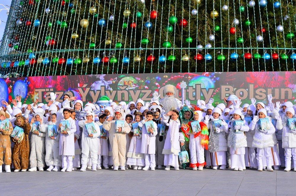 В Туркменистане начались новогодние праздники