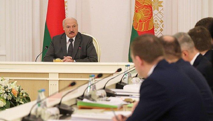 Глава Белоруссии провел совещание с руководством совета министров республики