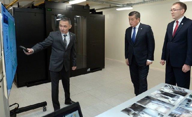 Президент Киргизии посетил Центр обработки данных Национального банка