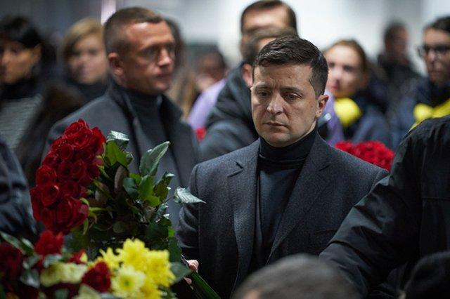 Зеленский почтил память погибших в авиакатастрофе под Тегераном