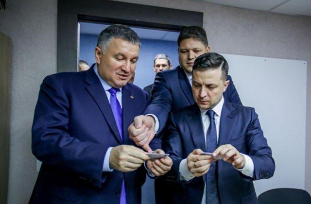 Лидер Украины ознакомился с новыми возможностями ID-карты