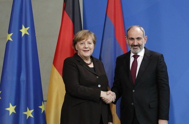 Премьер-министр Армении повстречался с канцлером Германии