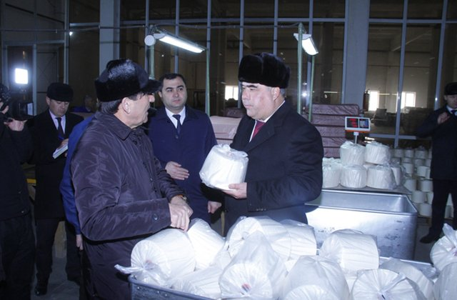 Глава Согдийской области Таджикистана посетил предприятие «Спитамен-текстайл»