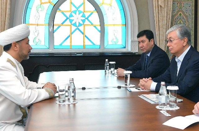 Президент Казахстана посетил главный храм страны «Хазрет Султан»
