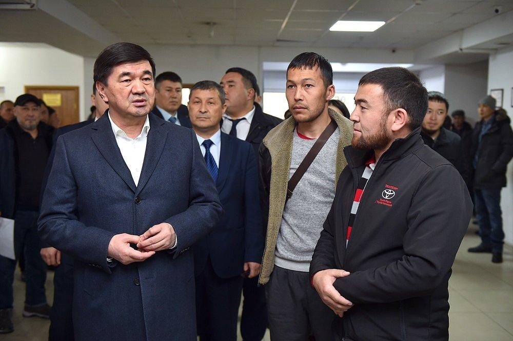 Премьер-министр Абылгазиев: правительство будет держать под контролем процессы обслуживания населения