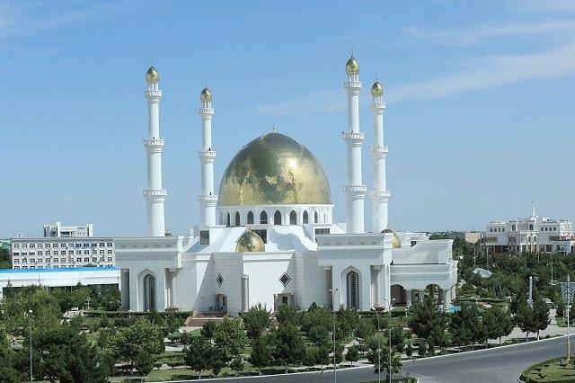 Глава Туркменистана посетил с визитом город Мары