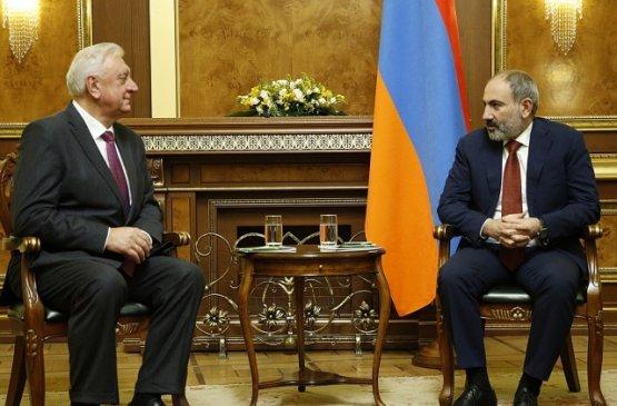 Глава правительства Армении повстречался с Михаилом Мясниковичем