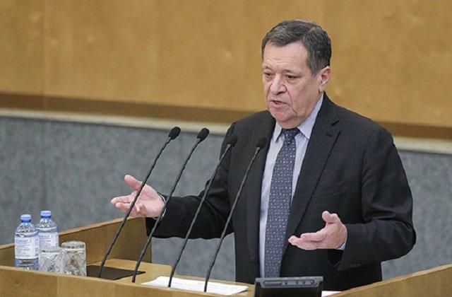 Андрей Макаров призвал не поддаваться панике из-за колебаний цен на энергоресурсы