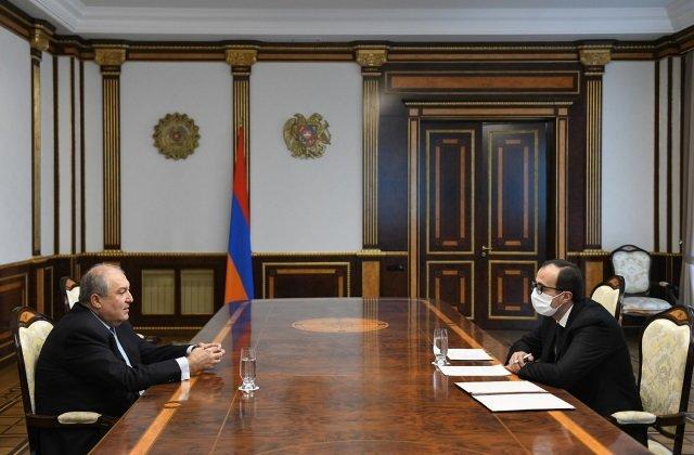 Президент Армении пообщался с министром здравоохранения
