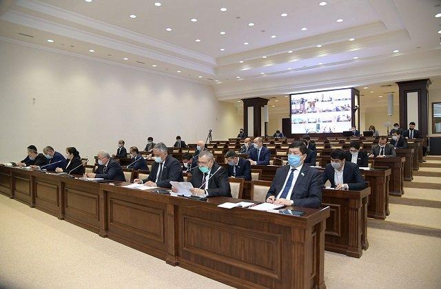Сенат Узбекистана проработал в режиме видеоконференцсвязи
