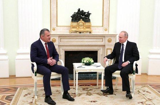 Владимир Путин принял главу Южной Осетии