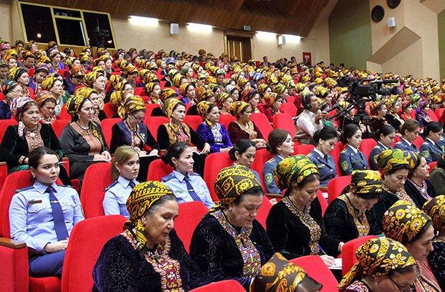 Туркменские женщины будут активно привлекаться к участию в госделах
