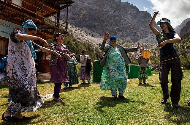 В Таджикистане туристы оценили условия содержания на карантине