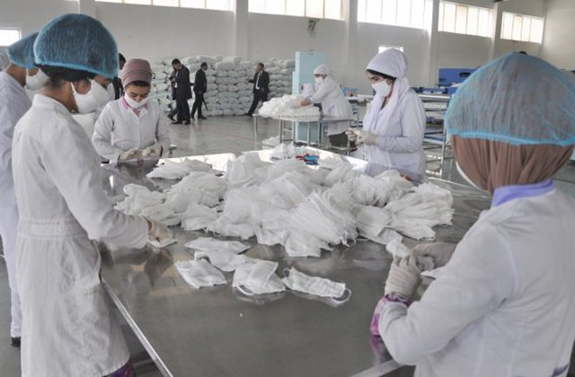 В Таджикистане будут выпускать до 60 тыс. медицинских масок в день
