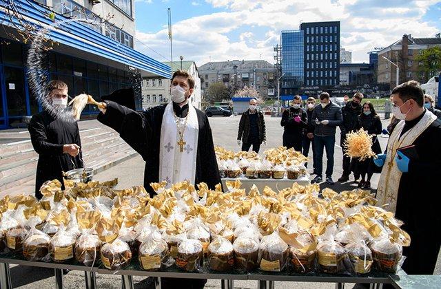 Украинцев призвали не посещать церкви на Пасху