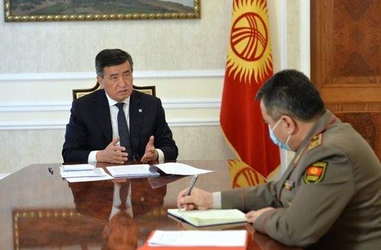 Президент Киргизии встретился с начальником генштаба вооружённых сил