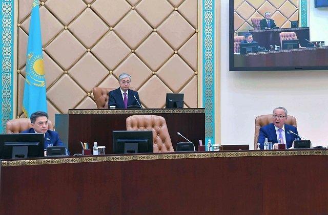 Президент Казахстана поблагодарил Даригу Назарбаеву за плодотворную работу