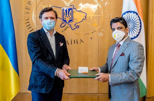Индия бесплатно передала Украине 30 тыс. противовирусных таблеток