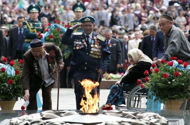 Президент Казахстана поздравил народ с Днём Победы