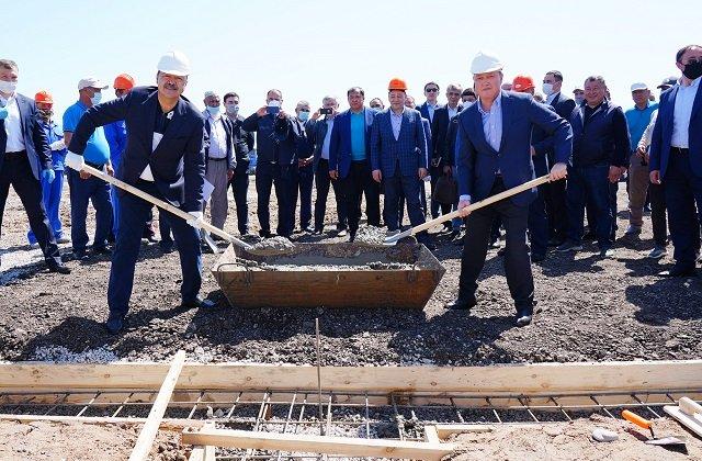 Премьеры Казахстана и Узбекистана посетили пострадавший от наводнения район