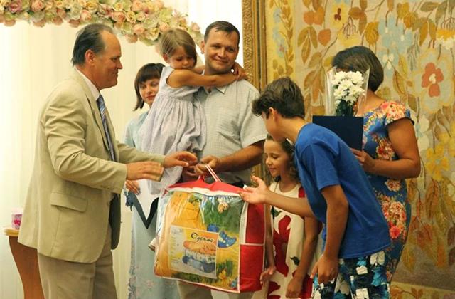 Звание «Мать-героиня» получили 678 украинок