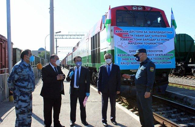 Таджикские власти отправили гумпомощь в Узбекистан