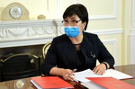 Президент Киргизии встретился с главой дисциплинарной комиссии при совете судей