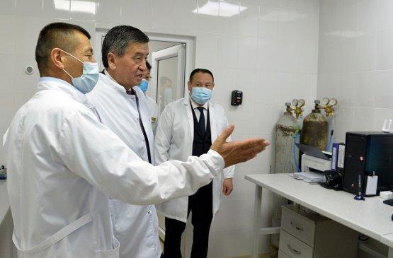 Президент Киргизии посетил фармацевтический завод «Биовит» в Сокулукском районе