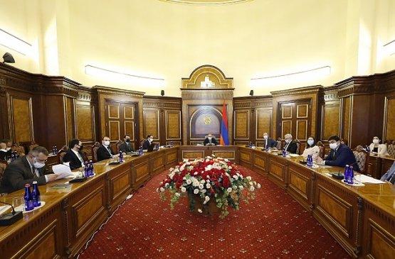 В правительстве Армении выступил с докладом Акоп Аршакян