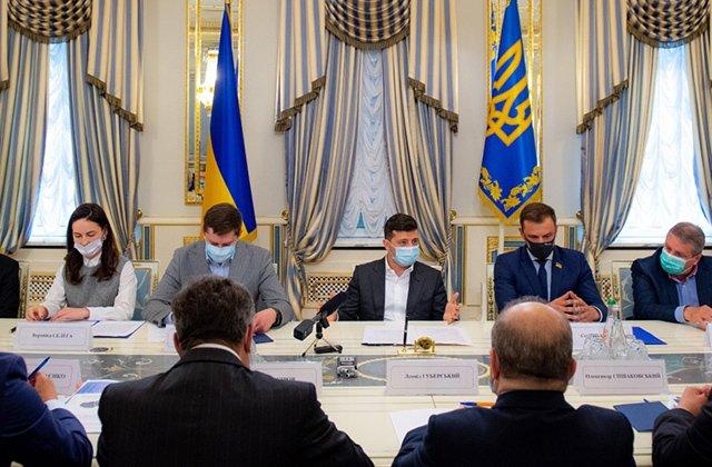 Зеленский заявил о существовании кадрового голода в Украине
