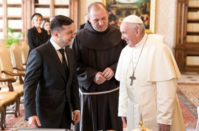 Зеленский попросил Папу Римского помочь с ситуацией на Донбассе