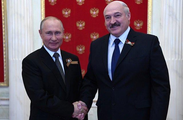 Лукашенко стал почётным гостем юбилейного парада Победы в Москве
