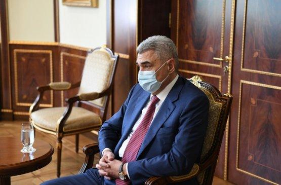 Армен Саркисян обсудил с гендиректором МЦ Эребуни Арутюном Кушкяном эпидемию
