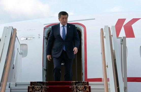 Президент Киргизии по прибытию в Москву воздержался от участия в параде Победы