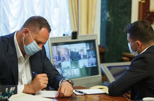 Лидер Украины поручил заняться развитием трансплантации органов в стране