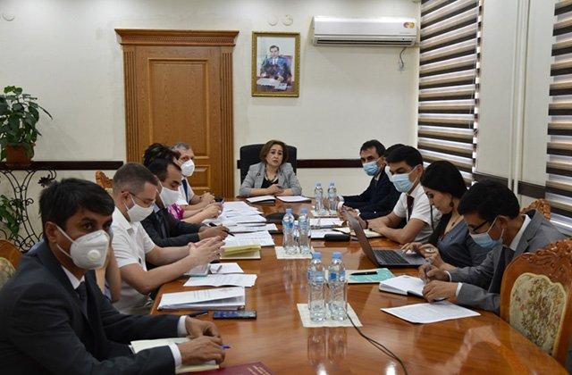 В Душанбе указали на проблемы таджикских мигрантов в РФ
