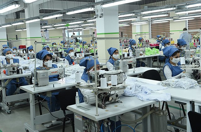 Президент Таджикистана открыл в столице швейную фабрику на 350 рабочих мест