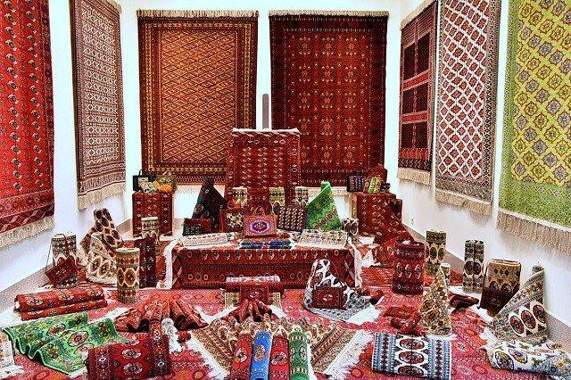 Новое здание ковровой фабрики построили в центре Ашхабада