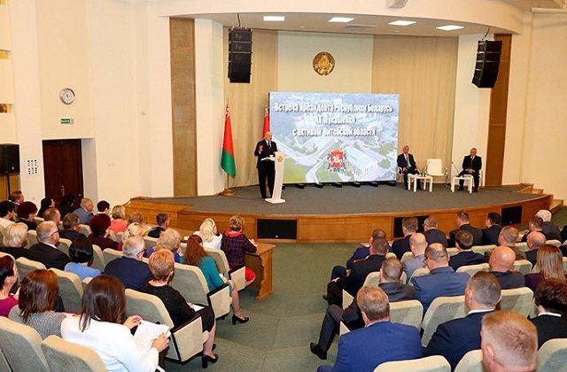 Президент Белоруссии встретился с передовой общественностью Витебской области
