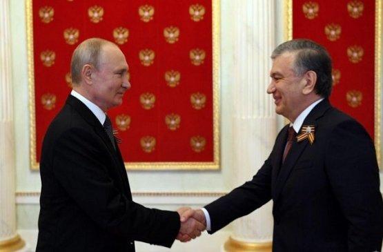Президент Узбекистана поздравил Владимира Путина с новой Конституцией