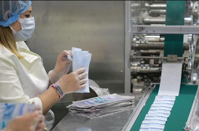 В Туркменистане наращивают производство одноразовых медицинских масок