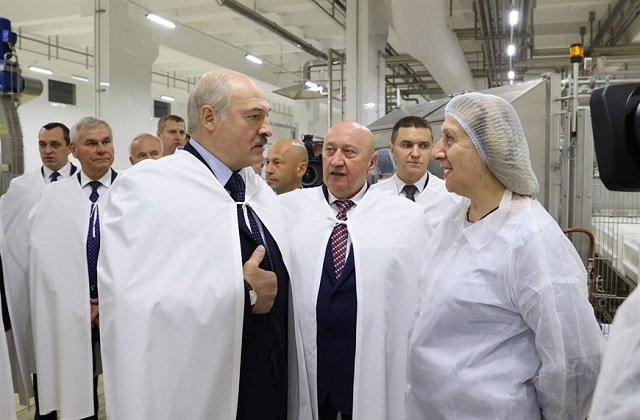 Президент Белоруссии посетил молочное предприятие в Орши
