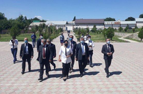 Таджикский вице-премьер начал проверку эпидситуации в регионах